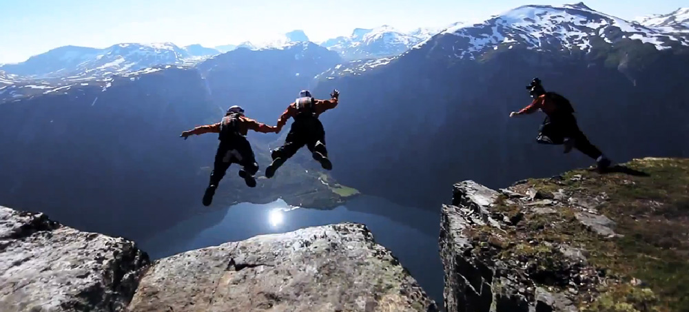 Freefly-BASE-jump-in-Norway-Red-Bull-Soul-Flyers
