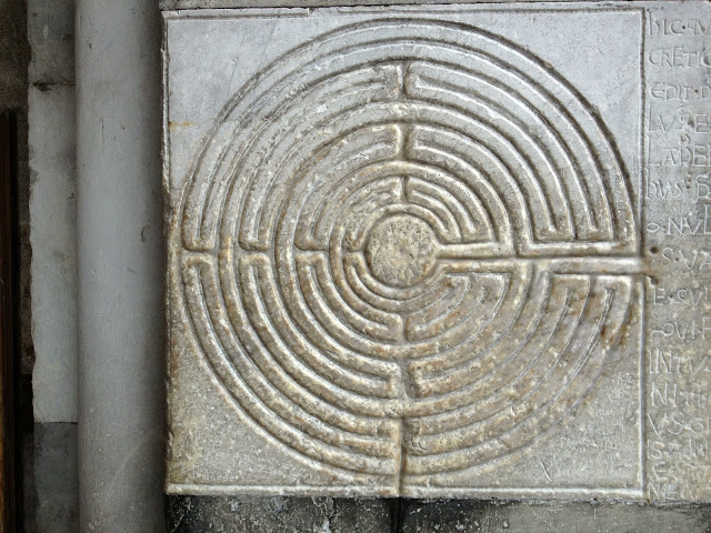Labyrinth miniature on exonarthex wall of Lucca Cathedral, near Pisa