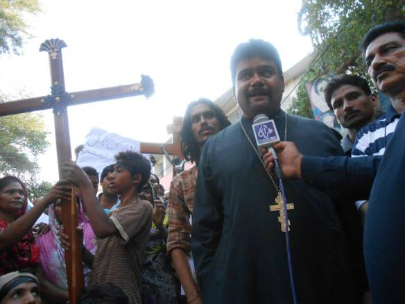 Orthodox Pakistanis Protest01