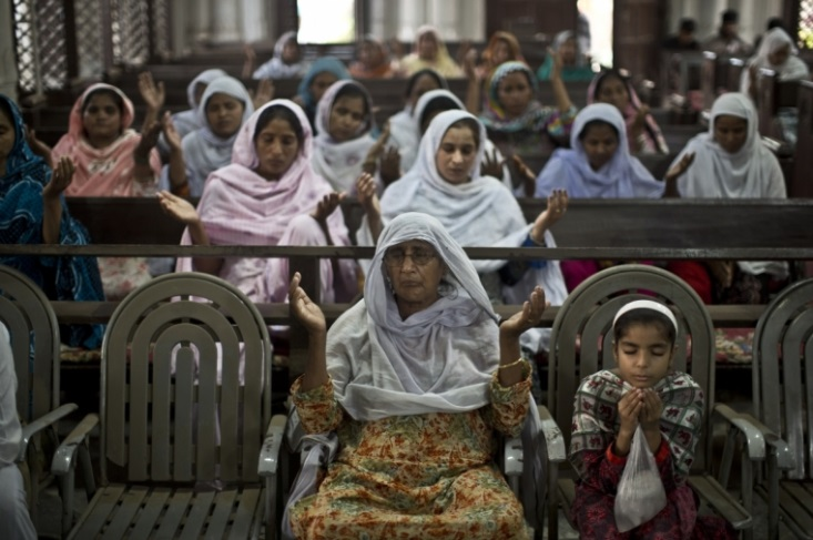 Pakistani Christians pray after tragedy