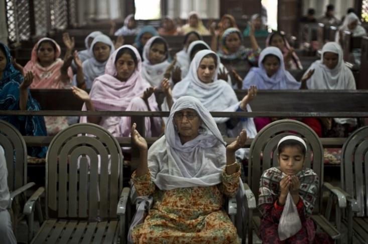 Pakistani Christians pray after tragedy
