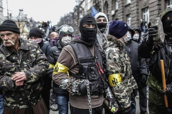 UKR_AP-Ukraine-Protests_nazi_thugs_2