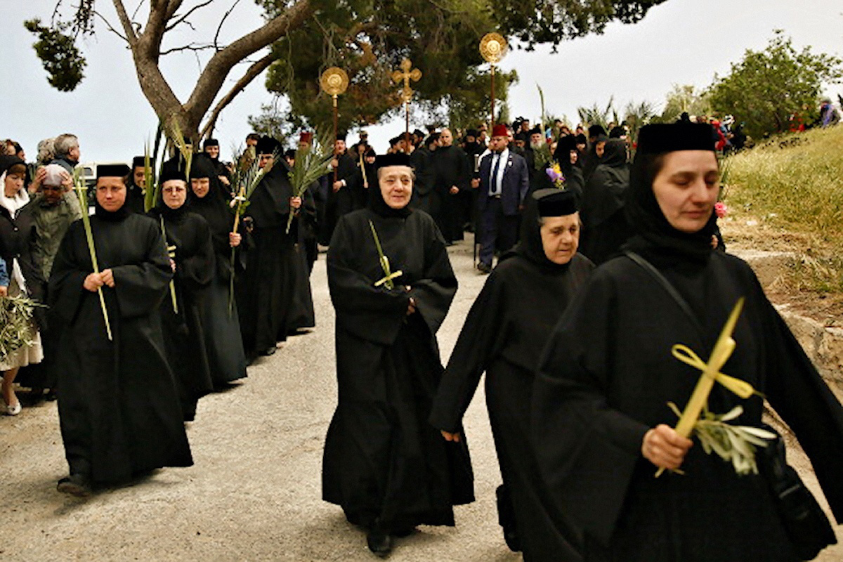 Palm Sunday Procession guided by Brotherhood of the Sepulchre