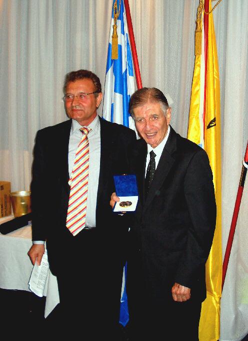 Manuel Aroney04