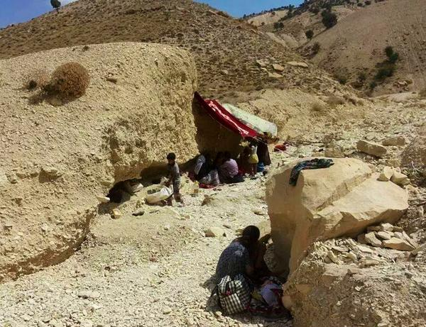 Yezidis seeking refuge in mountains and dying from hunger and thirst